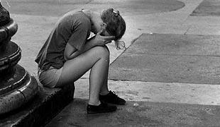 piangere e nascondersi